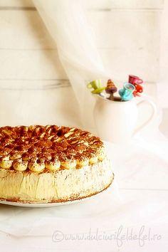 Vanilla cake with mascarpone cream Jacque Pepin, Romanian Food, Poke Cakes, Pound Cake, I Foods, Vanilla Cake, Food To Make, Cake Recipes, Sweet Treats