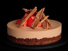 Receta | Brownie de chocolate con mousse de chocolate y fresas - canalcocina.es