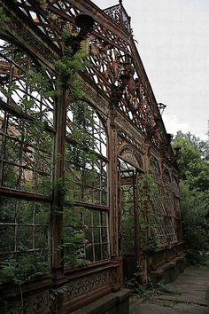 #Abandoned #distressed #nature http://www.cancelartiemposcompartidos.com/blog/135-puntos-de-tiempo-compartido-a-la-venta/