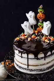 Pumpkin Chocolate Halloween Cake: the layers were moist and delicious and the frosting is like nothing else I've ever had! Really easy to decorate too, it's just candy but it looks incredible! Halloween Desserts, Halloween Cupcakes, Bolo Halloween, Halloween Birthday Cakes, Halloween Food For Party, Halloween Treats, Holloween Cake, Easy Halloween Cakes, Spooky Halloween