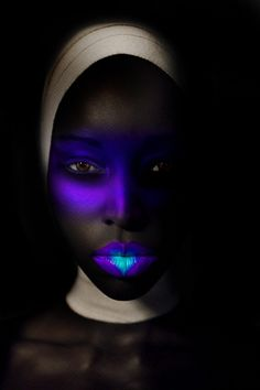Glow in the dark editorial makeup. Now I want a glow-in-the-dark photoshoot. Uv Makeup, Dark Makeup, Body Makeup, Art Visage, Photo Portrait, Make Up Art, Crazy Makeup, Weird Makeup, Makeup Stuff