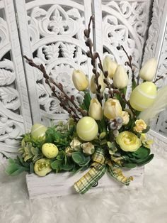 Easter Bunny Cake, Easter Eggs, Easter Crafts, Plank, Flower Arrangements, Farmhouse, Table Decorations, Spring, Flowers