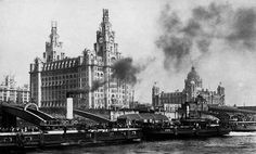 Liver birds being put in position 1912