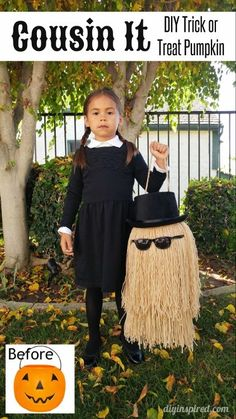 Detailed step by step tutorial for a DIY Cousin It trick or treat pumpkin for a Wednesday Addams Halloween costume. Addams Family Kostüme, Halloween Costumes Diy Kids, Family Costumes For 3, Halloween Costume For Kids, Diy Halloween Trick Or Treat Bags, Addams Family Halloween Costumes, Adams Family Halloween, Halloween Costume Makeup, Devil Makeup Halloween