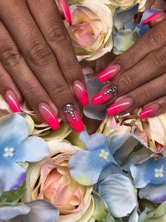 Nude, rózsaszín ombre kövekkel Nails, Beauty, Finger Nails, Ongles, Beauty Illustration, Nail, Nail Manicure