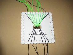 Pulsera tejida con telar cuadrado kumihimo