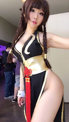 Chun-Li by VividVision @ twitter.com/VividVision22 - More at https://pinterest.com/supergirlsart #chunli #street #fighter #streetfighter #sf #sfv #cosplay #girl #cosplaygirl
