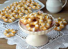 I biscotti simil bucaneve sono dei biscotti sfiziosi perfetti da sgranocchiare con il tè e realizzarli in casa è semplicissimo!