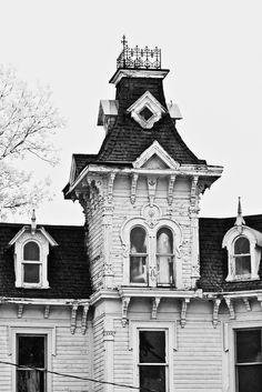 Bruce Mansion, a Second Empire style Victorian home, built in near Brown City, Michigan Old Buildings, Abandoned Buildings, Abandoned Places, Amazing Buildings, Abandoned Mansions, Ghost Pictures, Creepy Pictures, Spooky Places, Haunted Places