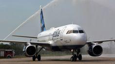 Aterriza en suelo cubano el primer vuelo regular con EE.UU. desde 1961.