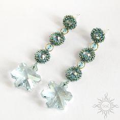 Anna Nieśpiałowska, Sol.  Winter earrings. http://polandhandmade.pl/index.php/kategorie/beading/niespialowska-anna-sol/ #beadwork #snowflakejewelry #swarovskisnowflake #romanticearrings
