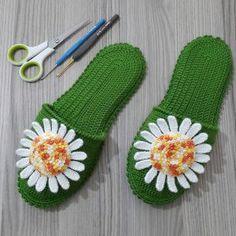 Örgü Terlik 1 Tunisian Crochet, Crochet Slippers, Beautiful Crochet, Textiles, Booty, Handmade, Moving Forward, Seasons, Booties Crochet