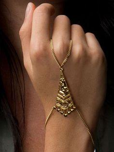 Image of Golden Pyramid Hand Chain Ring Bracelet Chain, Slave Bracelet, Bracelets, Accessoires Hippie, Diy Accessoires, Hand Jewelry, Body Jewelry, Jewellery, Jewelry Shop