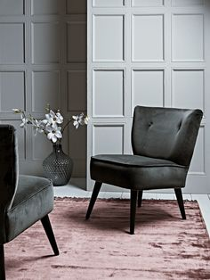 The perfect marriage of modern and vintage style, our compact accent chair is hand crafted and upholstered in Somerset, with a beech and birch hardwood frame, solid oak legs and luxurious slate grey velvet finish. With a wide, gently curved back and sumptuous seat, each piece is padded with high density foam, which has been interwoven by hand with elasticated webbing for comfort. The perfect statement piece for your living space, our Laverton Chair has a beautiful, soft sheen and four…
