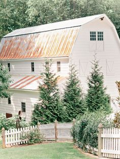 The white barn means this is a dairy farm. The smaller side entrance also reveals this to me. Farm Barn, Old Farm, Country Barns, Country Life, Country Living, Country Roads, Sweet Home, Barns Sheds, Villa