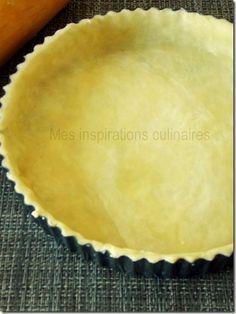 Pate Brisee: La pâte est prête à être utilisée dans une tarte aux pommes, tarte au citron, quiche salée ou autre Pie Recipes, Sweet Recipes, Dessert Recipes, Cooking Recipes, Pate Brisee Recipe, Pie Crust Designs, Homemade Pie Crusts, Sweet Pie, Cooking Chef