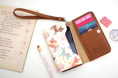 In lovee with this wallet/phone case, especially the pink rose and the deer patterns! How handy!