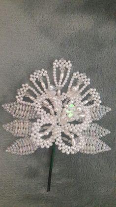 Crochet Flower Patterns, Crochet Flowers, Jewelry Patterns, Beading Patterns, Unicornios Wallpaper, Seed Bead Crafts, Beaded Christmas Ornaments, Beaded Flowers, Folklore