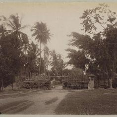 Nederlands-Indië, westelijke poort van Mataram tijdens Lombok-expeditie 1894, anonymous - Rijksmuseum