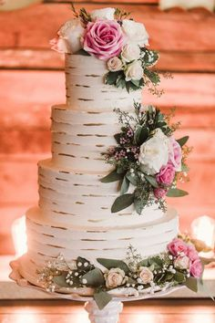 How amazing is this rustic wedding cake done by Andrea Howard Cakes? | Brides of…