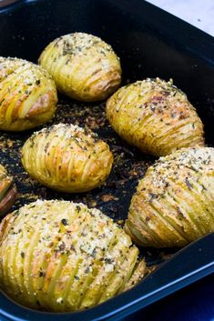 Syn Free Garlic & Parmesan Hasselback Potatoes for Slimming World Slimming World Dinners, Slimming World Recipes Syn Free, Slimming World Syns, Slimming Eats, Actifry Recipes Slimming World, Slimming Worls, Skinny Recipes, Healthy Dinner Recipes, Diet Recipes