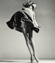 Richard AVEDON: Veruschka with dress by Bill Blass, NY, 1967
