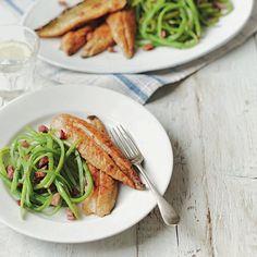 Pan-fried mackerel with runner bean salad recipe Surimi Recipes, Endive Recipes, Bean Salad Recipes, Fish Recipes, Summer Bean Recipe, Jucing Recipes, Mackerel Recipes, Runner Beans, Coctails Recipes