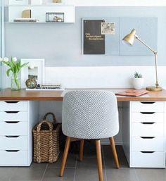 Pinterest: 10 DIY pour embellir ses meubles IKEA On s'organise un coin bureau ultrachic, à l'aide d'une planche en bois posée sur deux caissons à tiroirs ALEX (80 $ chaque).