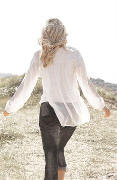 Capri Collection | Madilyn pusero, valkoinen | Putiikki Rannalla Bell Sleeves, Bell Sleeve Top, Capri, Collection, Tops, Women, Fashion, Moda, Women's