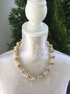 Kette mit selber gedrehten beigen Perlen, Holz und Süsswasserperlen, sFr. 45.-- Crystals, Neck Chain, Jewerly, Wood