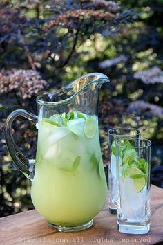 Vodka mint lemonade or limeade - Laylita's Recipes Refreshing Summer Cocktails, Summer Drinks, Lemonade Cocktail, Cocktail Drinks, Vodka Lemonade, Limeade Recipe, Non Alcoholic Drinks, Drinks Alcohol, Cocktail Recipes