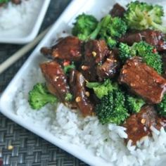 Juicy Slow Cooker Beef and Broccoli Recipe (Crock Pot) Delicious, easy slow cooker beef and broccoli recipe made in crock pot! No soggy mush! Juicy beef in a flavorful sauce with fresh broccoli over white rice. Slow Cooker Beef Broccoli, Easy Beef And Broccoli, Healthy Slow Cooker, Broccoli Recipes, Slow Cooker Recipes, Crockpot Recipes, Cooking Recipes, Fresh Broccoli, Steamed Broccoli