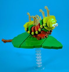 Caterpillar by CaptainSmog Lego Friends, Lego Sculptures, Lego Pictures, Lego For Kids, Cool Lego Creations, Lego Design, Lego Group, Lego News, Lego Projects