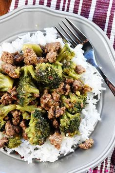 Healthy Ground Beef and Broccoli ~ one of the BEST ground beef recipes.a flavorful, quick and easy skillet recipe that Best Ground Beef Recipes, Healthy Ground Beef, Healthy Beef Recipes, Beef Recipes For Dinner, Healthy Eating Tips, Asian Recipes, Healthy Nutrition, Ground Beef Stir Fry, Health Eating