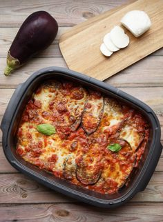 Aubergines with Parmesan cheese - Padraic McArley Healthy Dinners For Two, Fast Healthy Meals, Easy Healthy Recipes, Healthy Dinner Recipes, Vegetarian Recipes, Aubergine Alla Parmigiana, Aubergine Parmesan, Chicken Parmesan Recipes, Weird Food