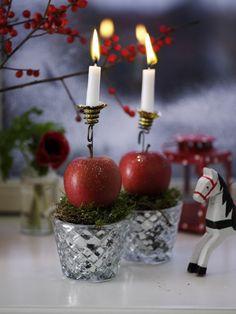 Dette er så enkelt og dekorativt at du garantert klarer å lage det. Candy Cane, Candle Holders, Candles, Table Decorations, Christmas, Colors, Home Decor, Candlesticks, In Living Color