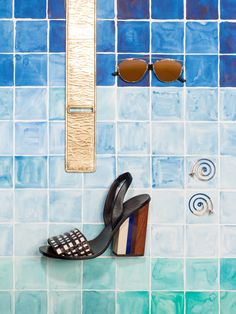 // EDITO // Summer in 2D by Studio Likeness for Rondo Magazine #art #creative #setdesign #photography #designproduct #summer #shoes #glasses