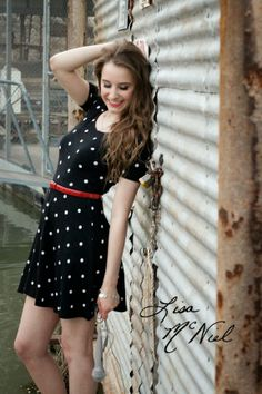 senior picture ideas for girls, Texas, field, prom dress, country, urban