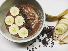 My yummy banana and cacao smoothie bowl!