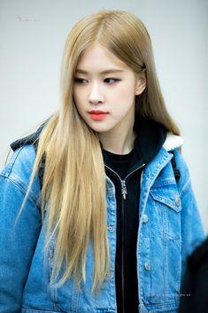 1 Rose, Love Rose, Kim Jennie, Yg Entertainment, Square Two, Blackpink Twitter, Rose And Rosie, Rose Bonbon, Airport Photos
