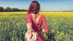 Siga-Me por murad osmann iguyy fotos holding hands, hand holding, lead men, Dating An Older Man, Murad Osmann, Flirty Questions, Lead Men, Independent Women, Strong Girls, Photo Series, Girl Problems, Travel Couple