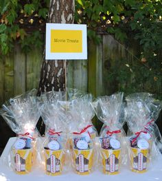 Jac o' lyn Murphy: Movie Munchie Madness…Movie Party Favors Backyard Movie Party, Outdoor Movie Party, Backyard Movie Nights, Outdoor Movie Nights, Movie Party Favors, Party Gifts, Party Bags, Movie Night Basket, Star Party