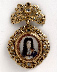 English Gold Pendant set w a miniature portrait of Charles II Renaissance Jewelry, Ancient Jewelry, Antique Jewelry, Pendant Set, Gold Pendant, Cross Pendant, Royal Jewels, Crown Jewels, Miniature Portraits