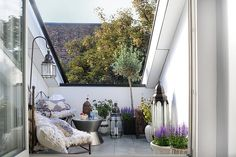 Small living spaces, big ideas! Love the Moroccan inspiration and bejeweled throws!