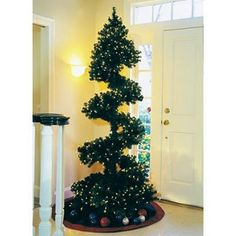 Worlds Most Unique and Creative Christmas tree Design Spiral Christmas Tree, Upside Down Christmas Tree, Unusual Christmas Trees, Different Christmas Trees, Potted Christmas Trees, Creative Christmas Trees, Alternative Christmas Tree, Christmas Tree Design, Beautiful Christmas Trees