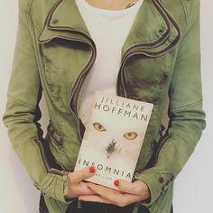 """Kati auf Instagram: """"📚Happy Saturday euch allen ☀️! """"Insomnia"""" von Jilliane Hoffman ist beendet. Es war mein erstes Buch dieser Autorin und auch gleich ein…"""" Thriller Books, Military Jacket, Jackets, Instagram, Fashion, Book, Down Jackets, Moda, Field Jacket"""