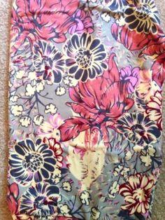 Lularoe-OS-Unicorn-BNWT-Gray-Floral-Daisies-Roses-Asian-Grey-Red-Yellow-Legging