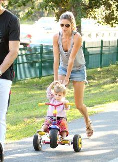 Gisele Bundchen Photos: Tom Brady and Gisele Bundchen at the Park