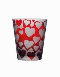 Vase Valentine Dior - Cadeaux déco et gourmands pour la Saint Valentin - Offrir des fleurs à la Saint Valentin est un grand classique mais ne sera jamais ringard. Surtout si le traditionnel bouquet de roses rouges vous est offert dans ce superbe vase...