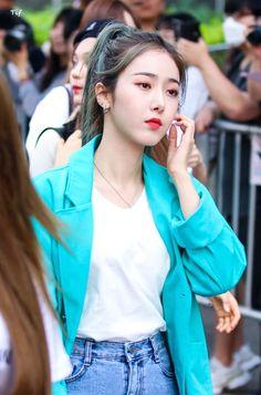 Fashion Tag, Daily Fashion, Sinb Gfriend, G Friend, Meme Faces, Airport Style, Kpop Girls, Girl Group, Korean Fashion